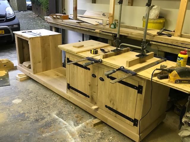 Buitenkeuken stage 3 met nog een kast en deurtjes